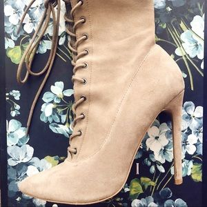 "Steve Madden Lace Up Heel Boots US 8 ""Satisfied"""